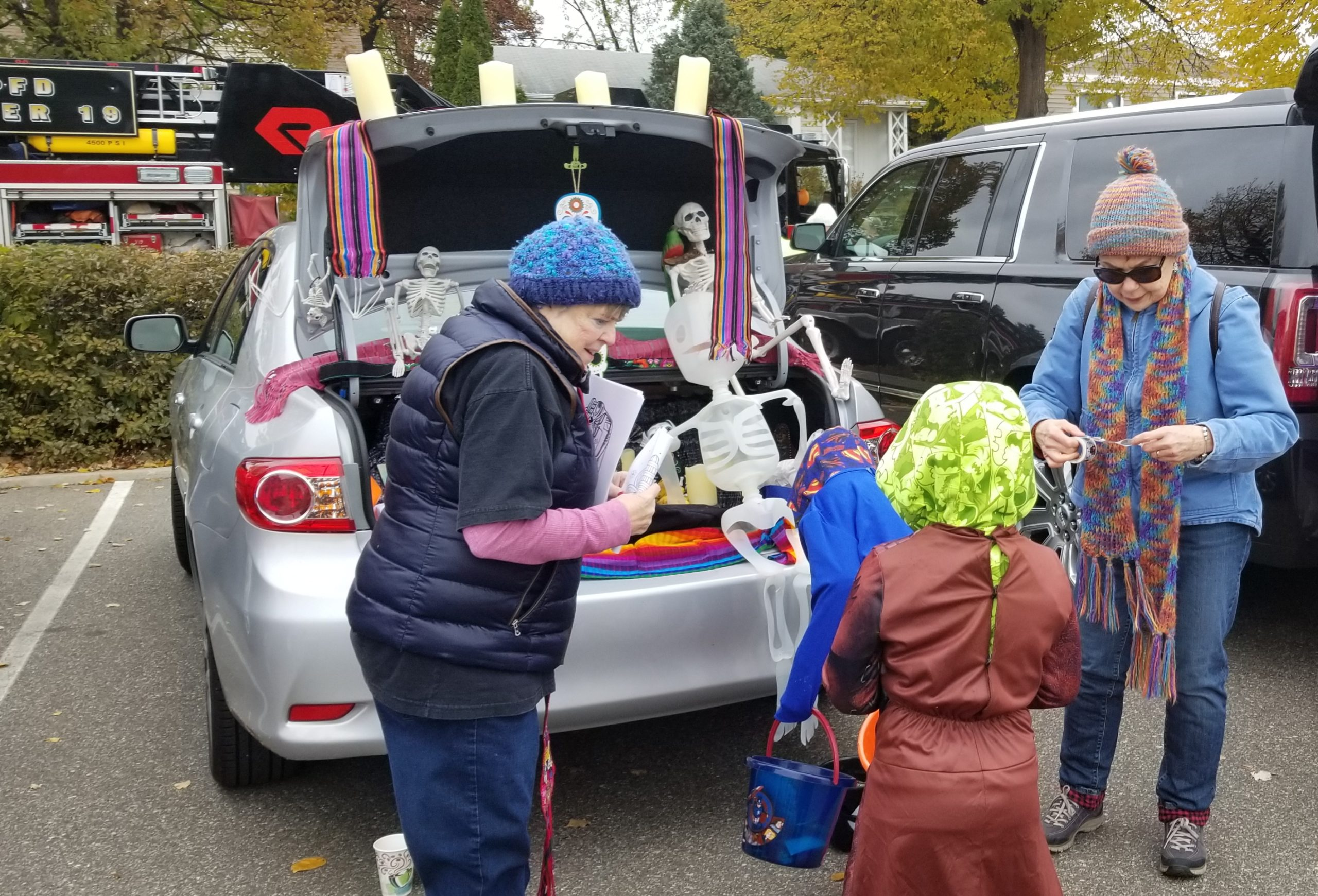 Picture of Gloria Dei Art Committee at Trunk or Treat.